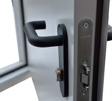 Дверь  противопожарная однопольная  EIS 60 металлическая со стеклом (ДПМ 01-60)